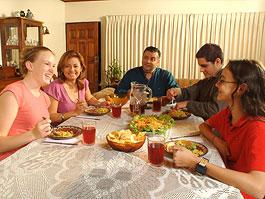 Studenten mit Gastfamilie